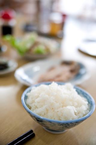 炊飯器にコレを入れるとご飯が長持ち!夏場のお米の炊き方