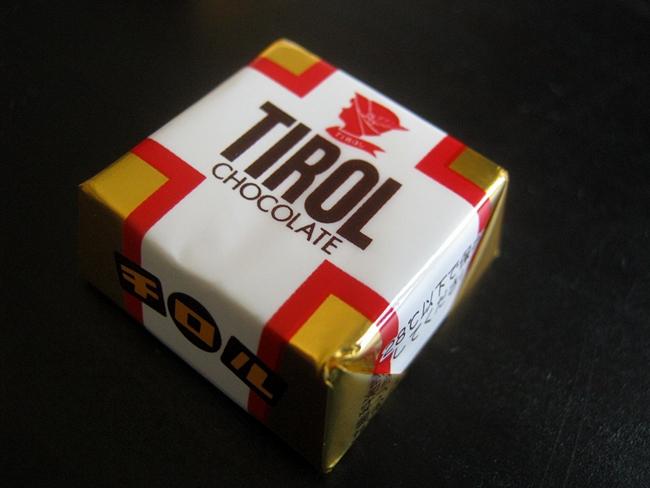 子供たちに大人気!チロルチョコの包み紙を使った自作マグネットの作り方