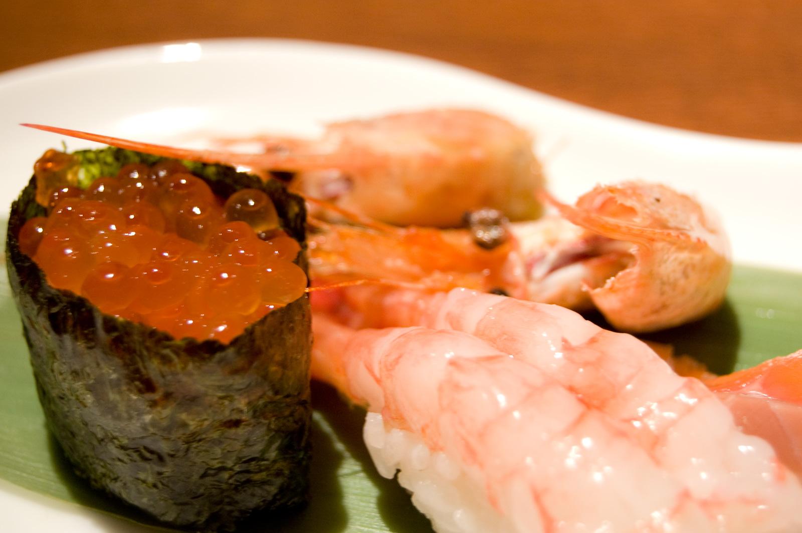 この寿司屋は本物か?イクラの本物と偽物を一瞬で見分ける方法。