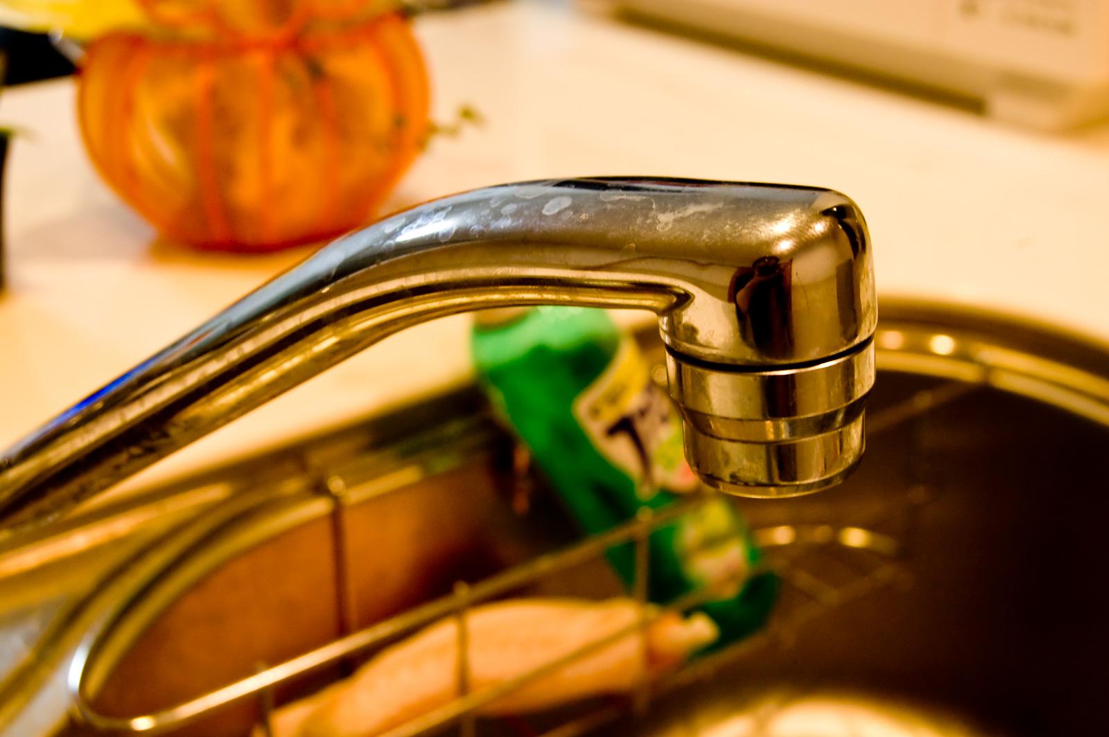 朝一番の水道を飲んだり料理に使ってはいけない理由。