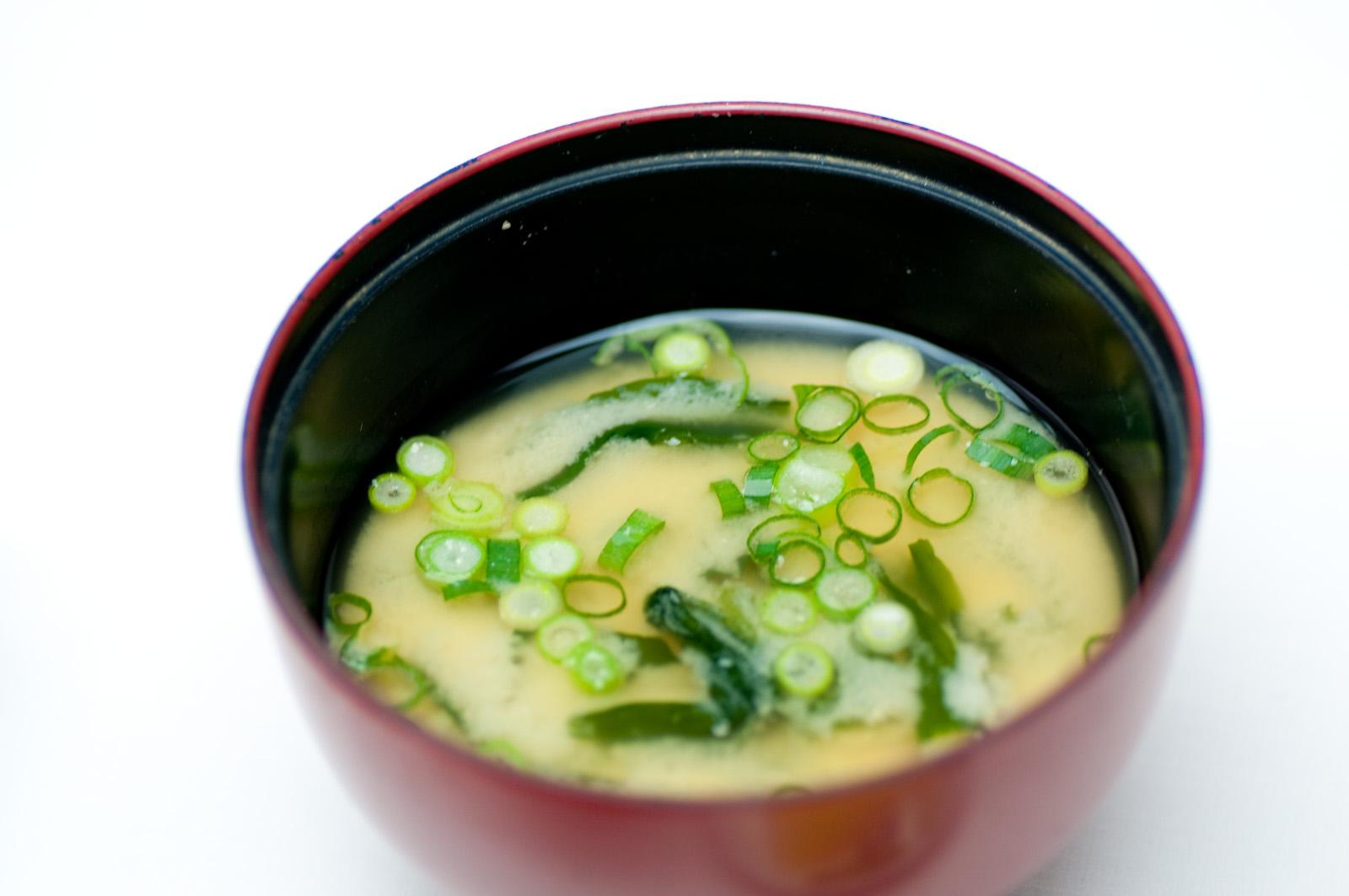 基本的なお味噌汁の作り方(豆腐&わかめ)