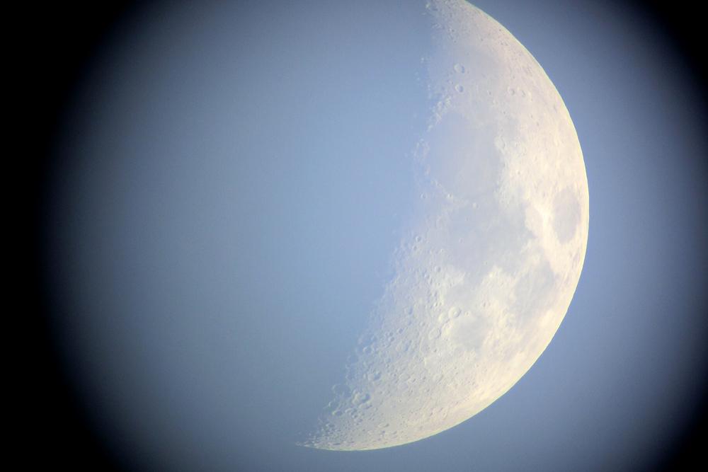 クレーターまでくっきり!デジカメを使った月面写真の撮影方法。月食、スーパームーンにどうですか?。