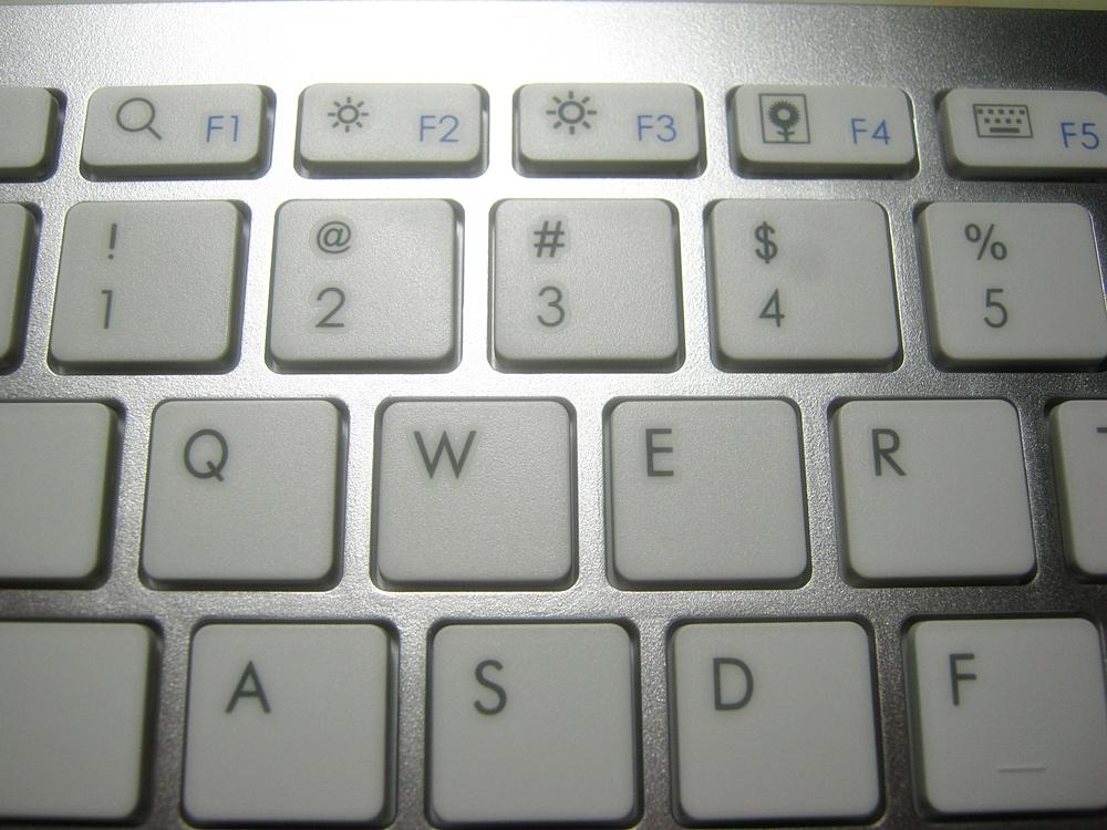 ウィンドウズの「全角半角キー」に該当するmacキーボードの切り替え方法