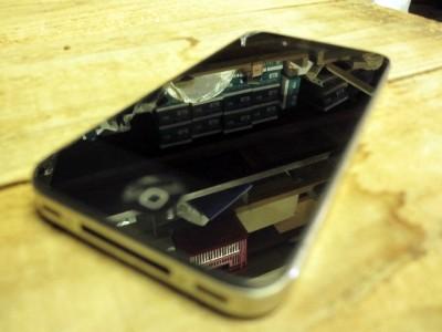 保護を剥がしたiPhone
