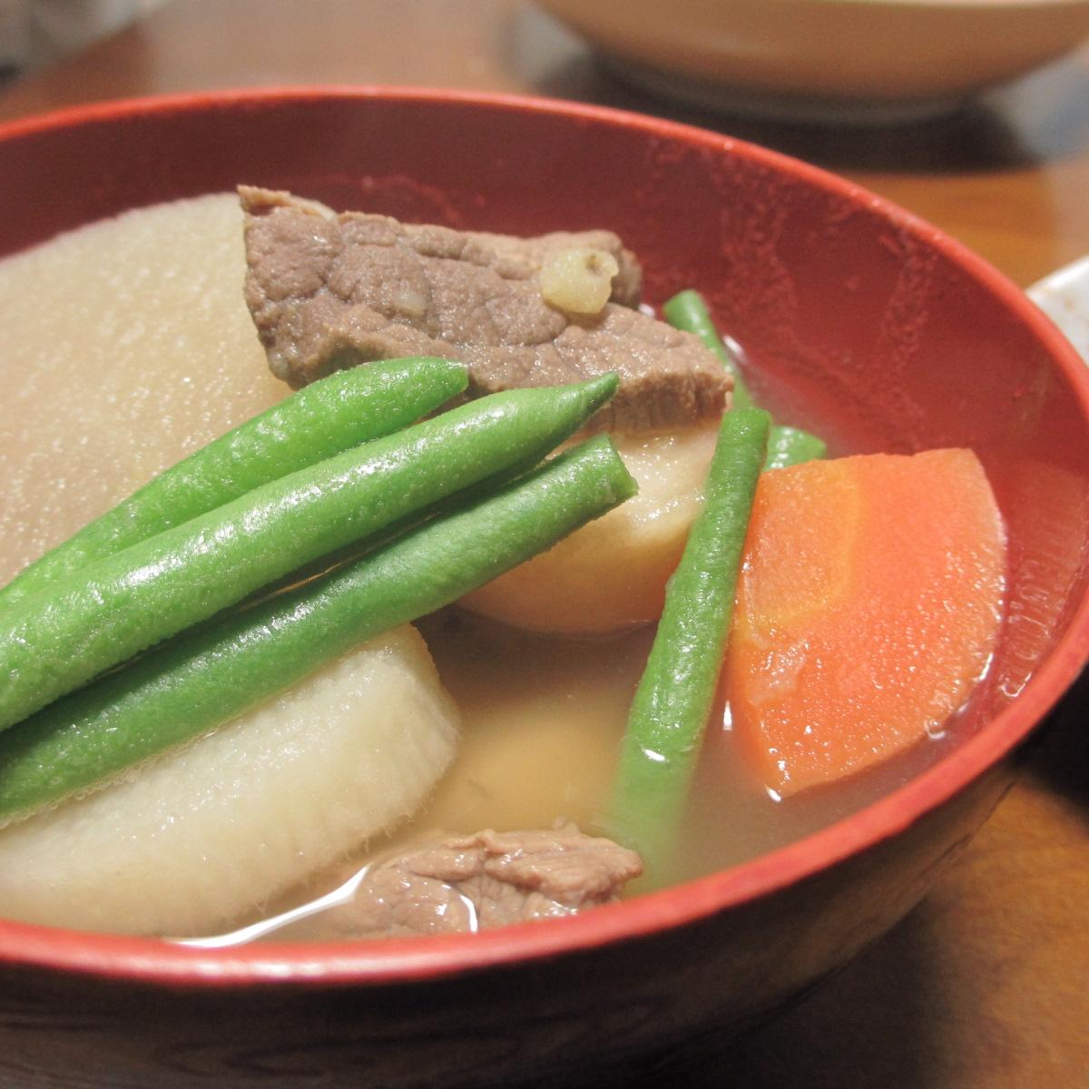 これは芋煮のPerfumeやぁ~!!里芋、山芋、ジャガイモで作った芋煮汁が美味しっ!