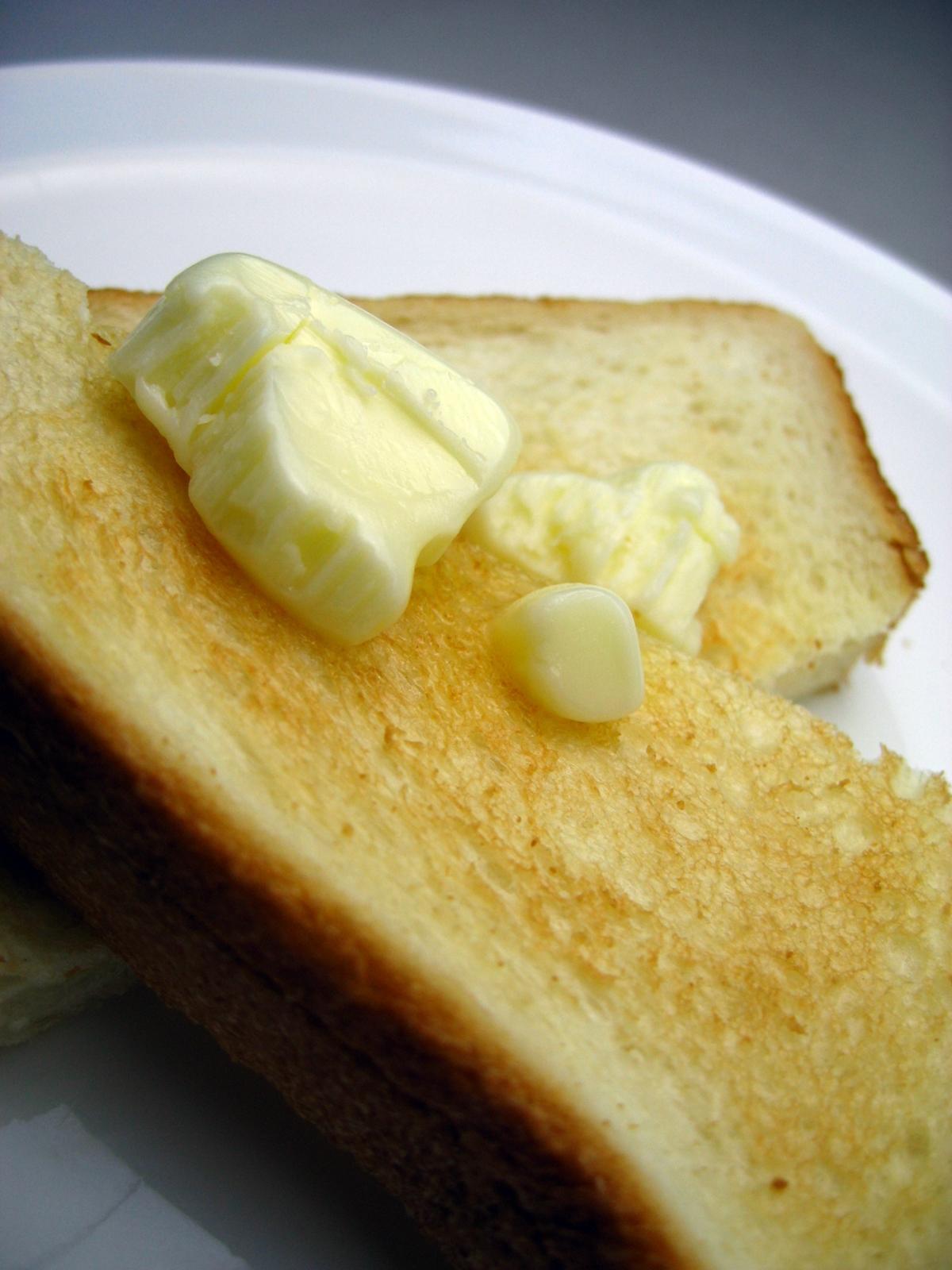 固いパンを柔らかく!パサパサになった食パンを復活させる方法