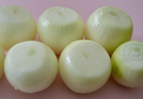 玉ねぎを生で食べると、腹痛や胸焼けがする原因は?