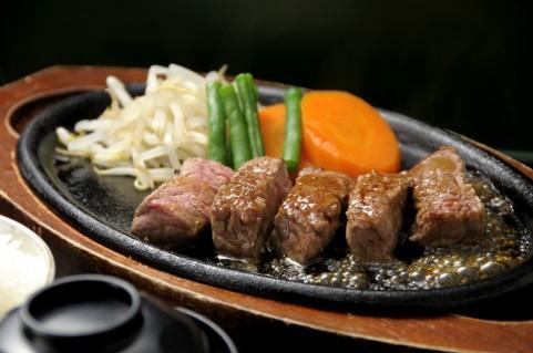 ステーキ肉はこうでなくっちゃ!漬け込むだけで簡単に肉を軟らかくする方法